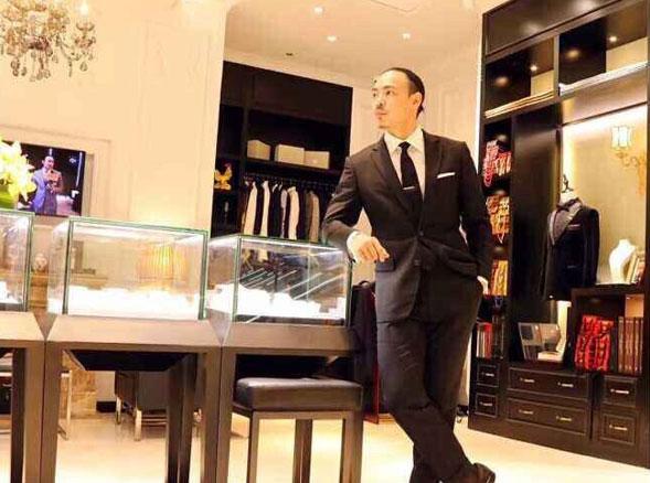 鼎贵奢侈品展柜定制深深吸引热情似火的德国客户