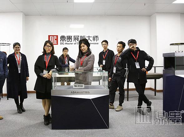 不忘初心的广州珠宝展柜制作厂家——鼎贵展柜