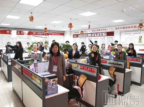 不一样的思想,不一样的广州珠宝展柜生产厂家【鼎贵】