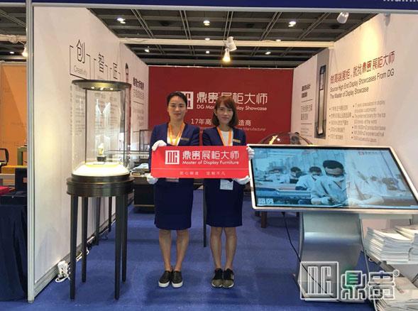 跟着鼎贵晋江珠宝展示柜厂家零距离接触世界一流钟表盛会