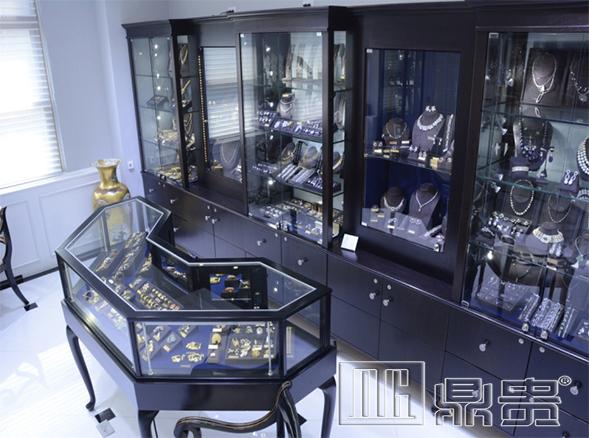 鼎贵教你如何选择好的珠宝展柜设计厂家